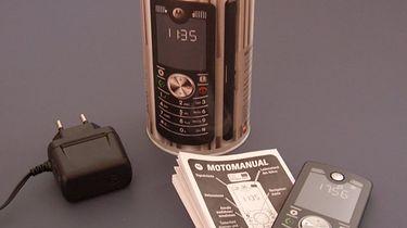 Motorola F3 — ciekawy eksperyment sprzed 10 lat - Już samo opakowanie Motoroli F3 mogło zaskakiwać. Puszka zamiast pudełka ? Szkoda, że Motorola szybko zrezygnowała z tego opakowania.