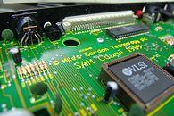 SAM Coupe — Super Spectrum  - Zintegrowany układ VLSI, zastępujący popularny w komputerach Sinclaira układ ULA.