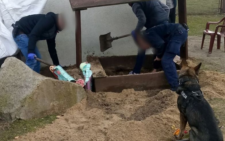 Zaczęli kopać w piaskownicy. Wstrząsające odkrycie w Łódzkiem
