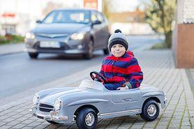 Kurtka niebezpieczna dla dziecka w foteliku samochodowym
