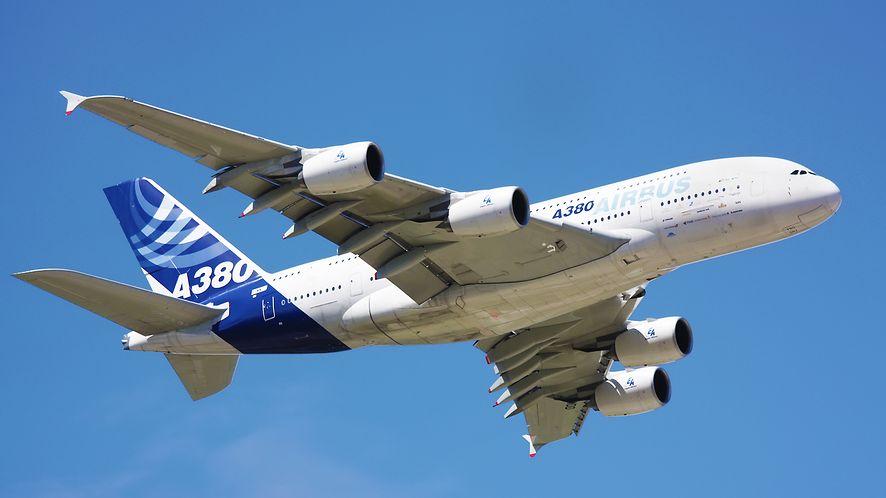 Airbus A380 w locie z depositphotos