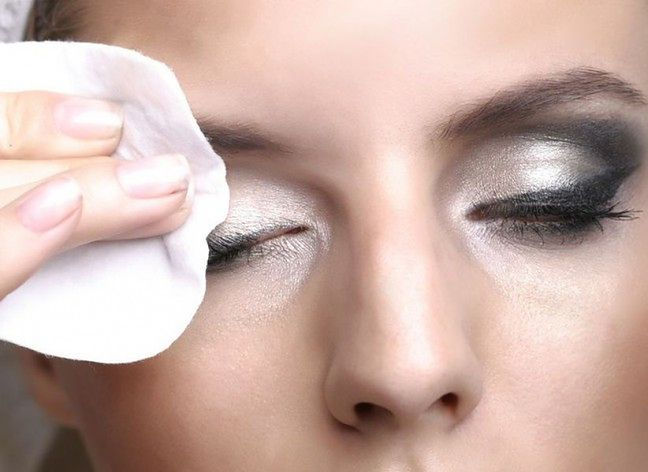 Każdego dnia wykonaj dokładny demakijaż oka