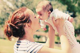 Dlaczego nie należy podawać miodu niemowlętom?