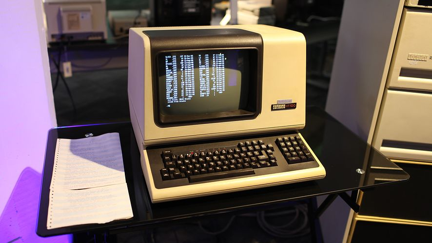 """Suckless: czym jest """"mniej okropne oprogramowanie""""? (fot. Jason Scott CC BY 2.0)"""
