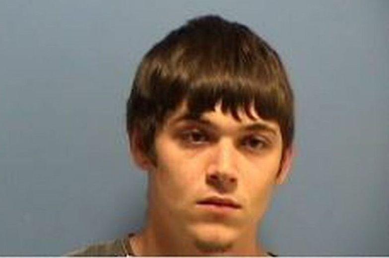 Został oskarżony o morderstwo pierwszego stopnia. Ofiarą było jego 5-miesięczne dziecko.