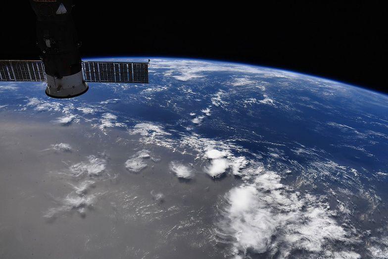 Niesamowite zdjęcie NASA. Pył nad Ziemią widoczny z kosmosu