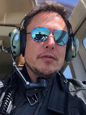 Jak osiągnąć sukces? Napisać 154 tweety do Elona Muska