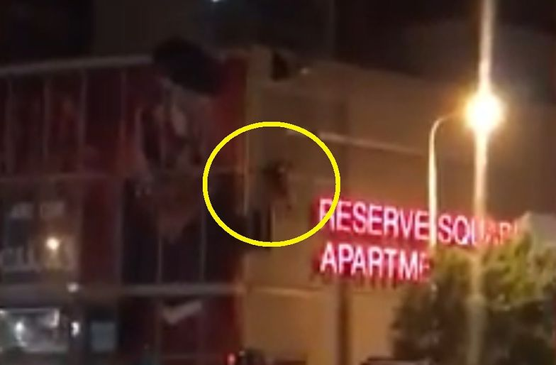 Skakał ze spadochronem w centrum miasta. Koszmarny finał