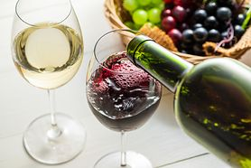 Białe czy czerwone wino? Polifenole zawarte w czerwonym winie usprawniają pracę układu trawiennego