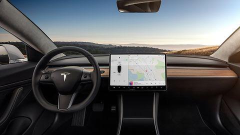 Tesla Model S z nowym wnętrzem. Czy tak wygląda minimalizm kosztem bezpieczeństwa?