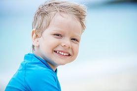 Twoje dziecko jeszcze nie mówi i ciągle się śmieje? To może być poważna choroba