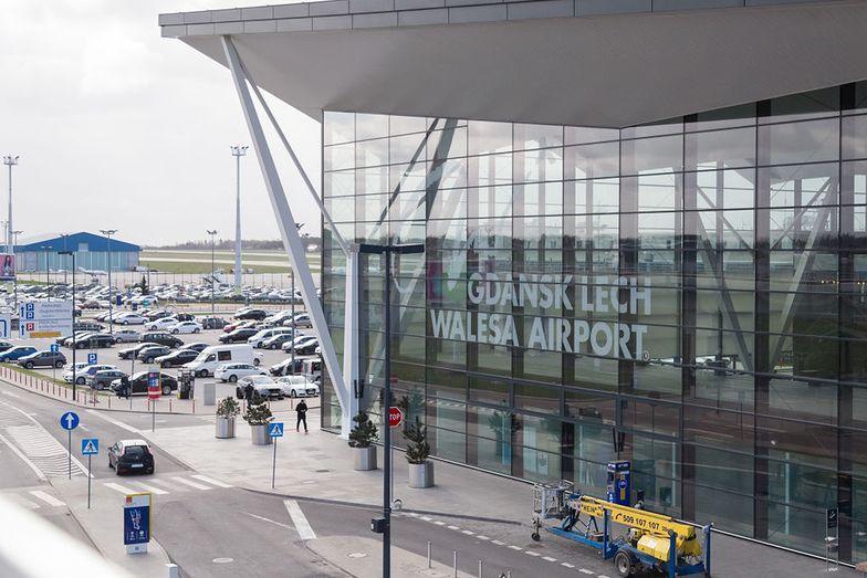 Awaryjne lądowanie w Gdańsku! Pasażerka wysadzona z samolotu