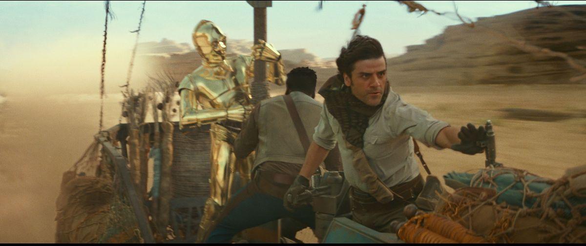 """Fani już koczują pod kinem. Premiera """"Gwiezdne wojny. Skywalker. Odrodzenie"""" dopiero za kilka dni [FOTO]"""