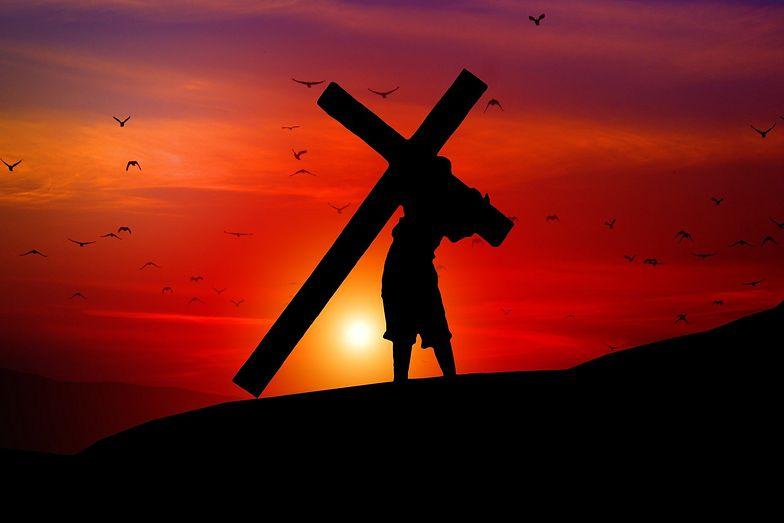 Wielki Piątek. Gdzie obejrzeć Triduum Paschalne? Droga krzyżowa
