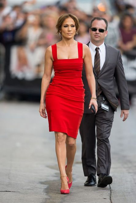 Jennifer Lopez w sukience domu mody Preen