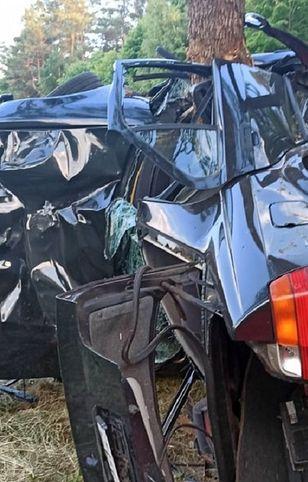 Dębówko. Tragiczny wypadek pod Szczytnem. Media: nie żyje kobieta w ciąży