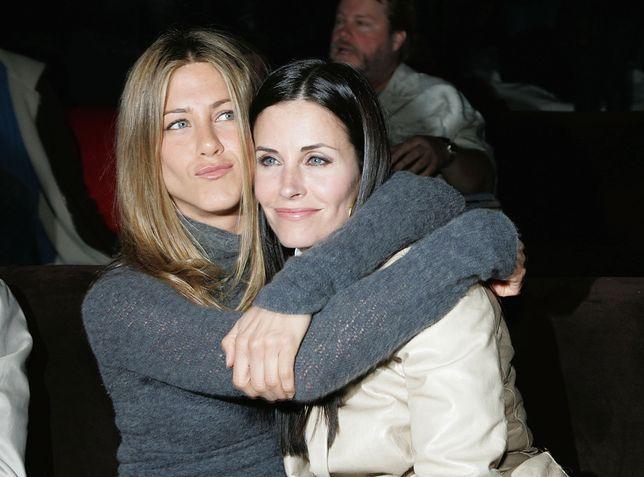 Zaniepokojona Jennifer Aniston próbuje przemówić do rozsądku Courtney Cox. Aktorka martwi się o przyjaciółkę