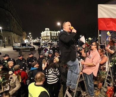 Protestujący uczestniczyli w kontrmiesięcznicy