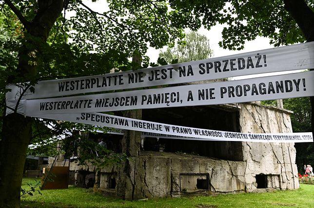 Pracownicy Muzeum Gdańska protestują przeciw specustawie. Wywiesili transparenty, interweniowała policja
