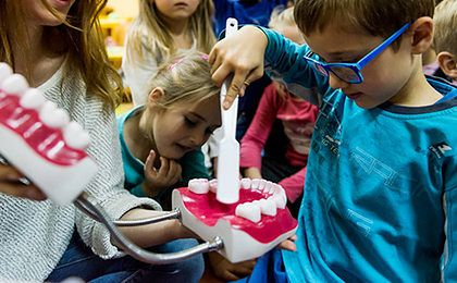 Jak prawidłowo dbać o zęby dziecka?
