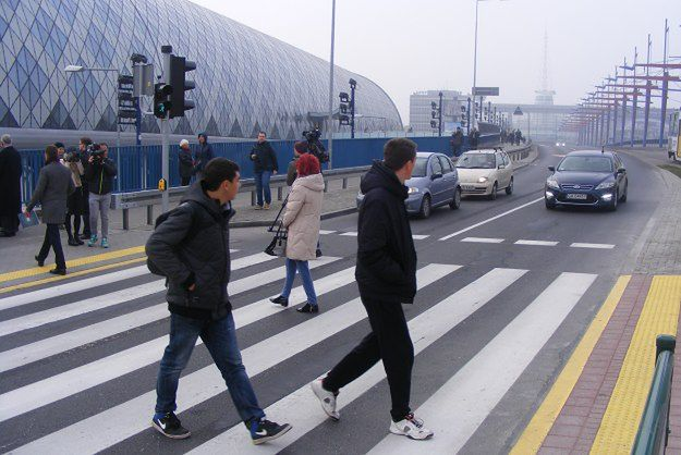 Nowe przejście dla pieszych na dworzec PKP w Poznaniu wreszcie otwarte