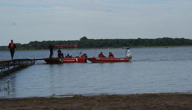Z Jeziora Powidzkiego wyłowiono zwłoki 22-latka. Mężczyzna był w ubraniu