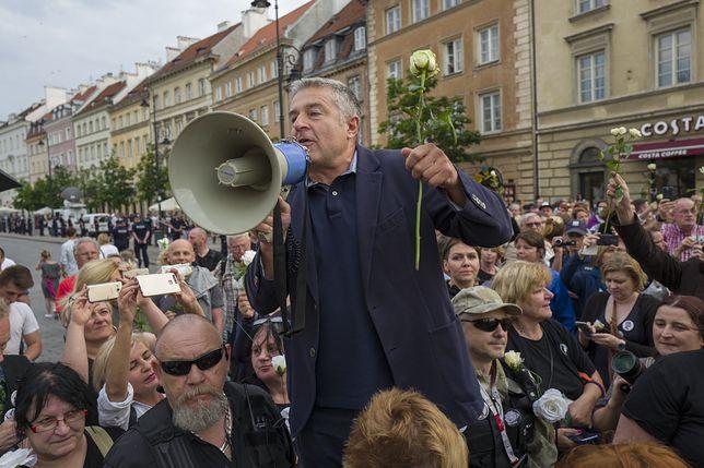 Frasyniuk, Janda, Ostaszewska w akcji. Protestują przeciwko kontrowersyjnej ustawie