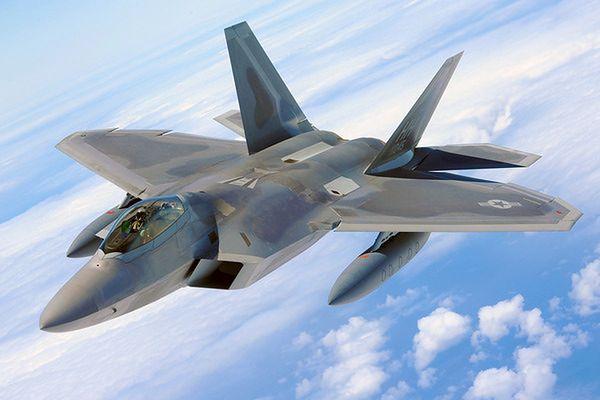 Cztery amerykańskie myśliwce F-22 przeleciały nad Koreą Południową