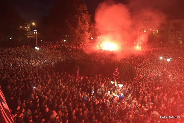 Nocne starcia psuedokibiców z policją w centrum Poznania - zatrzymano 58 osób