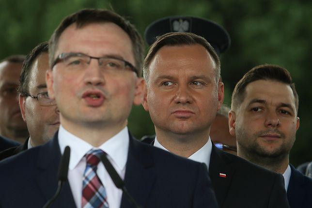 Minister sprawiedliwości Zbigniew Ziobro, prezydent Andrzej Duda i wiceminister sprawiedliwości Patryk Jaki.