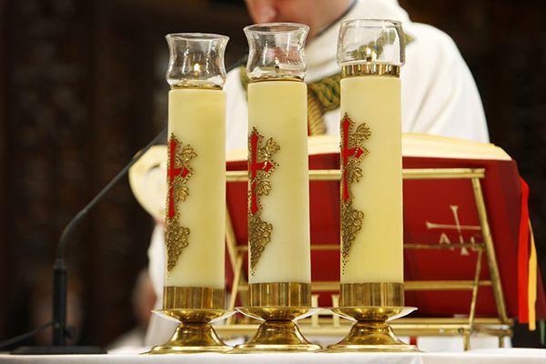 Sekretarz Episkopatu: pary niesakramentalne są dyskryminowane