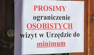 Warszawa. W z związku z koronawirusem wiele urzędów ogranicza swoją działalność.
