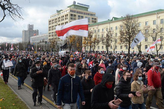 Białoruś. Protestujący masowo udali się w kierunku podmińskich mogił