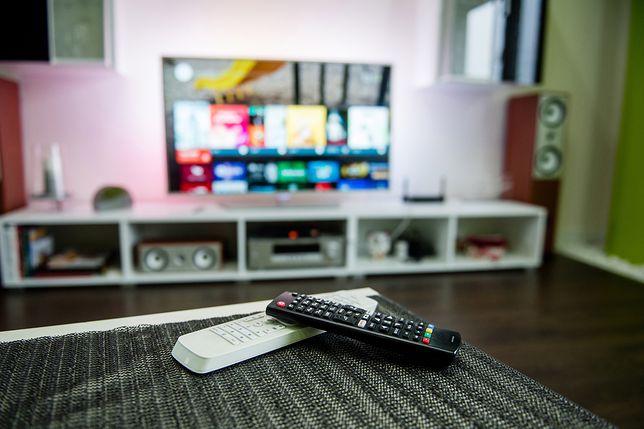Jak oglądać telewizję z telefonu na telewizorze za darmo?