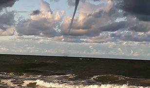 """""""Tornado"""" na Bałtyku. Natura kolejny raz zaskoczyła plażowiczów"""