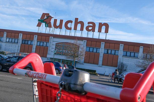 W Auchanie klientka zauważyła, że nie wszyscy pracownicy mają zakryte nosy i buzie