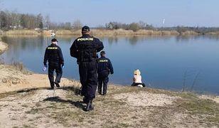 Czeska policja patroluje okolice i sprawdza, czy mieszkańcy przestrzegają zasad bezpieczeństwa