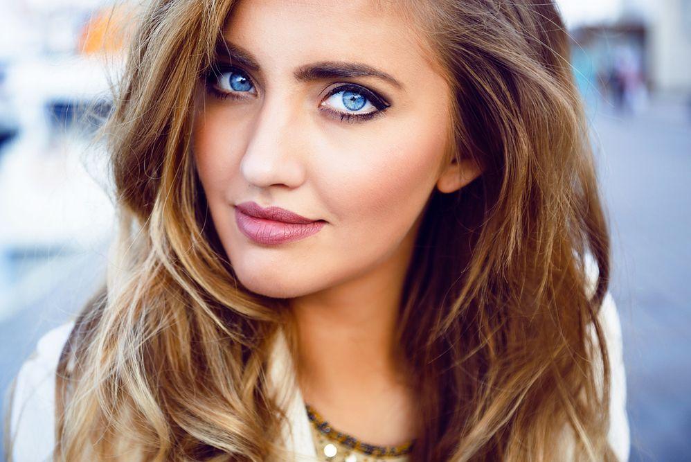 Makijaż dla niebieskich oczu - 10 propozycji