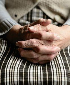 91-latka musiała wynieść się z domu i zamieszkać w oborze