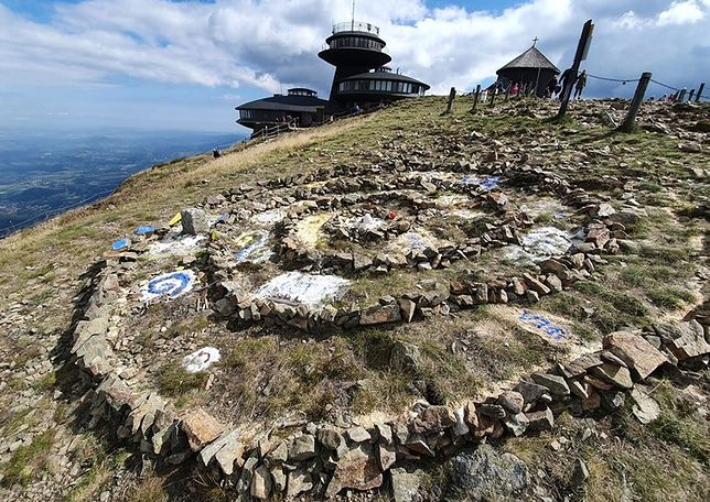 Śnieżka. Czeskie i polskie służby apelują o pomoc w znalezieniu wandali
