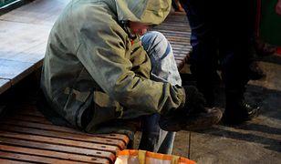 Niezwykły gest bezdomnego mężczyzny (zdjęcie ilustracyjne).