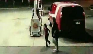 Dziecko za kierownicą furgonetki