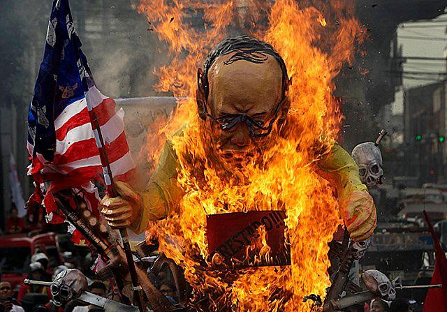 Spalili kukłę prezydenta - zdjęcia