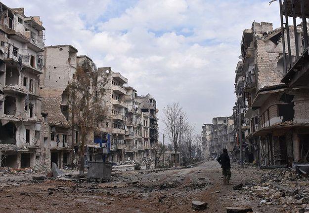 Masowe groby z ciałami cywilów odkryte w okolicach Aleppo w Syrii