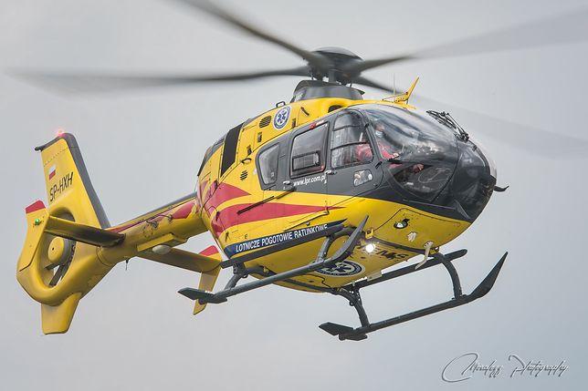 Myszków. Śmigłowiec LPR brał udział w transporcie poszkodowanych w wypadku.