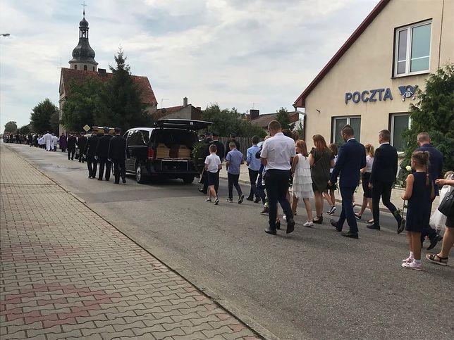 Poruszający pogrzeb ofiar z Darłówka. Papież Franciszek przesłał kondolencje