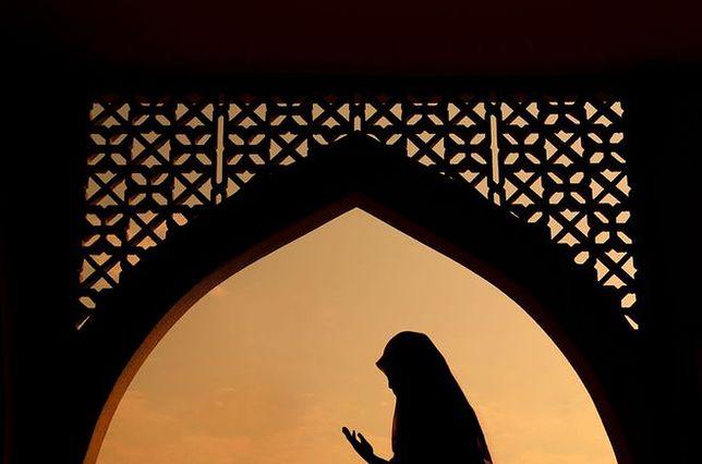 Mój nowy Bóg - Polki przechodzą na islam