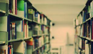 Zbiory biblioteczne w szkołach. Radna ze Szczecina ujawnia kolejny absurd MEN