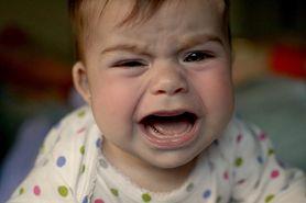 Afty u dzieci. Jakie są objawy i jak je leczyć?