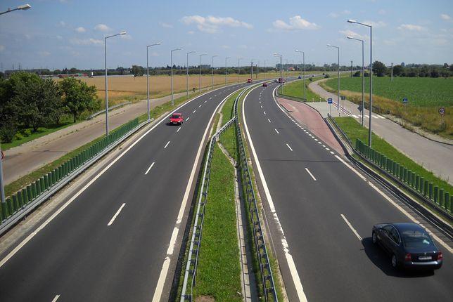 DK77 jest zlokalizowana na południowym wschodzie Polski
